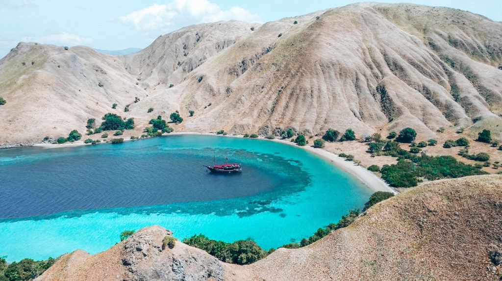 Gili Lawa Darat offers a wonderful trek with panoramic view on the bay and the surroundings | Hello Flores
