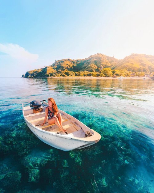 traditional boat | Hello Flores