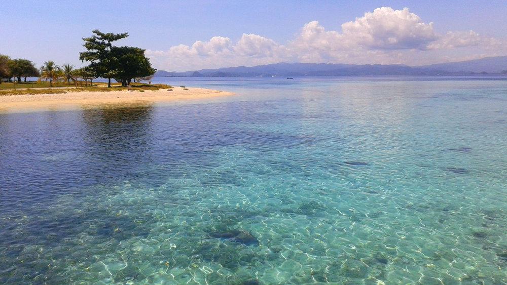 The beautiful sea around the Kanawa island | Hello flores