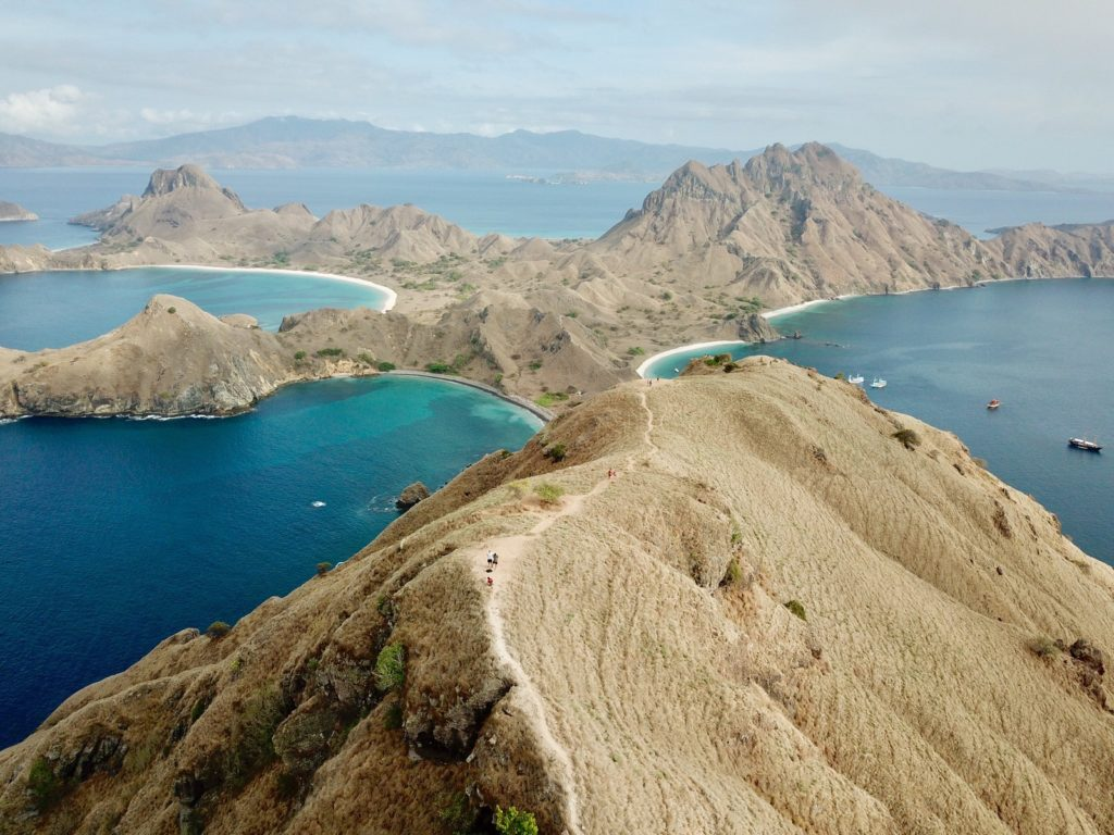 padar island - Steep and dry hills, cliffs falling straight into the ocean | Hello Flores