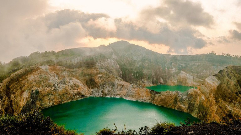 The lakes is hiding on the top of Kelimutu gorgeous mountains | Hello Flores