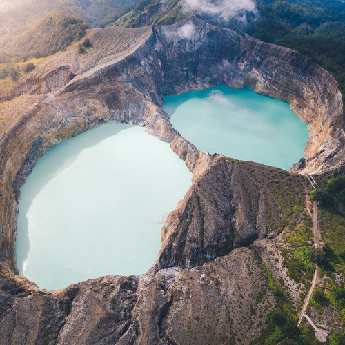 The color-changing Kelimutu lake
