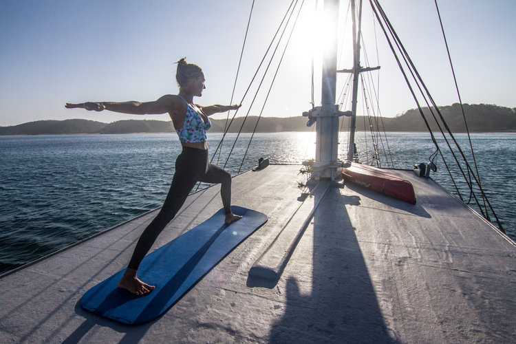yoga on board | Hello Flores