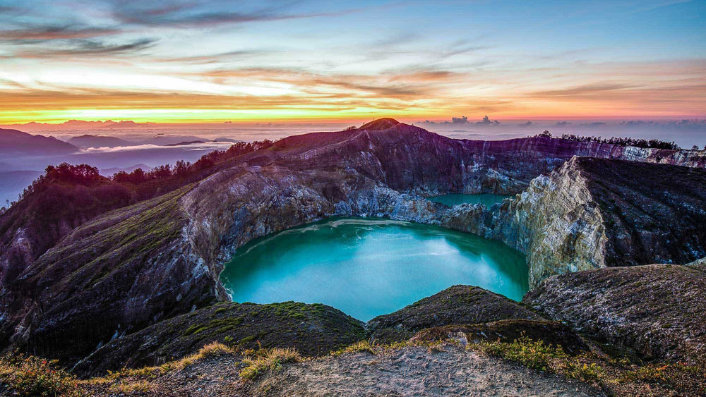 A fantastic view of sunset from the top of Kelimutu