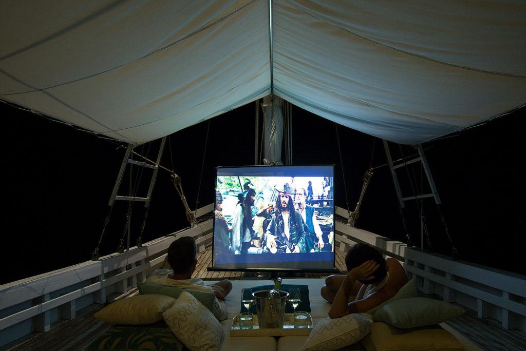 Alexa Liveaboard Amazing Midnight Movie| Hello Flores