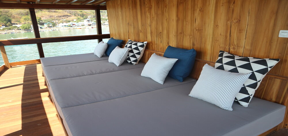 A comfortable rest area in the the deck of Andamari liveaboard | Hello Flores