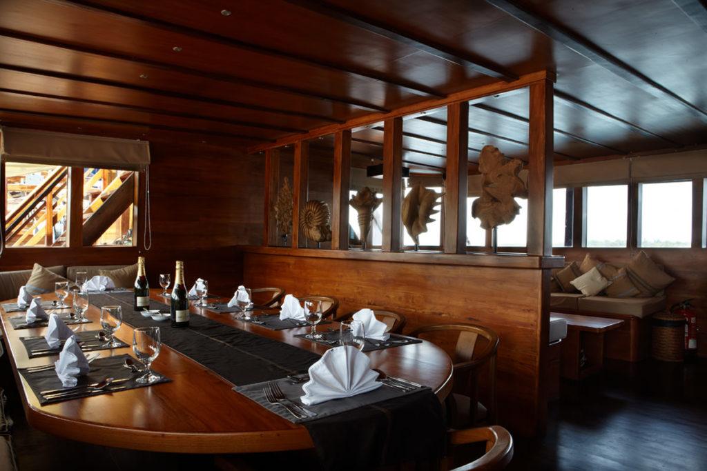 Damai Liveaboard Lounge Exclusive | Hello Flores