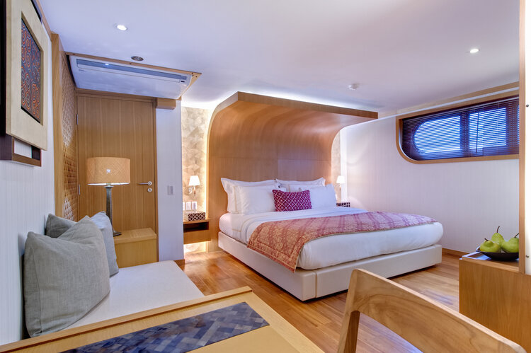 The luxurious bedroom in Salila liveaboard | Hello Flores