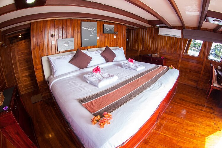 A comfortable main bedroom on Damai I liveaboard | Hello Flores