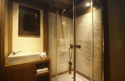 Mantra Liveaboard Bathroom | Hello Flores