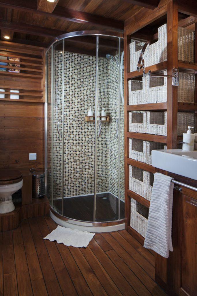 Samata Liveaboard Tropical Bathroom | Hello Flores