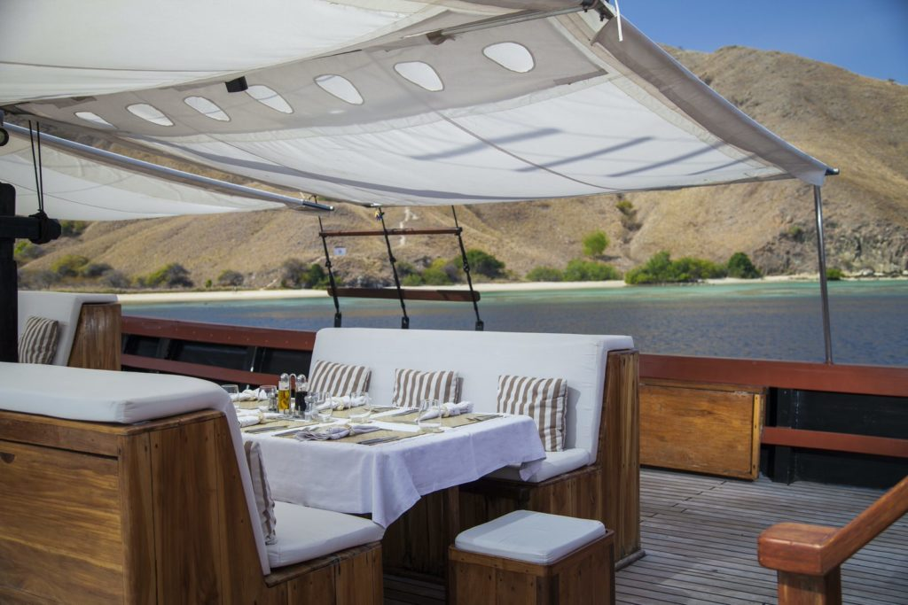 Samata Liveaboard Luxury Dining Experience | Hello Flores