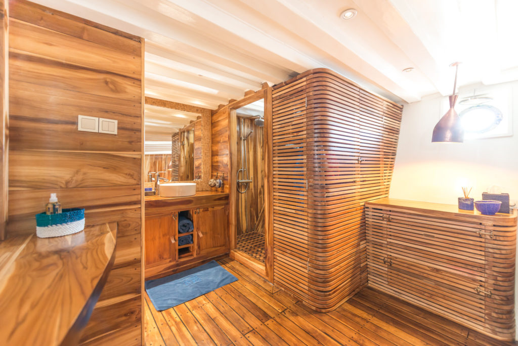 Ocean Pure Liveaboard Wood in Masterclass | Hello Flores