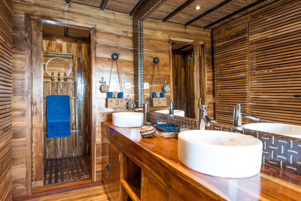 Ocean Pure Liveaboard Exquisite Bathroom | Hello Flores