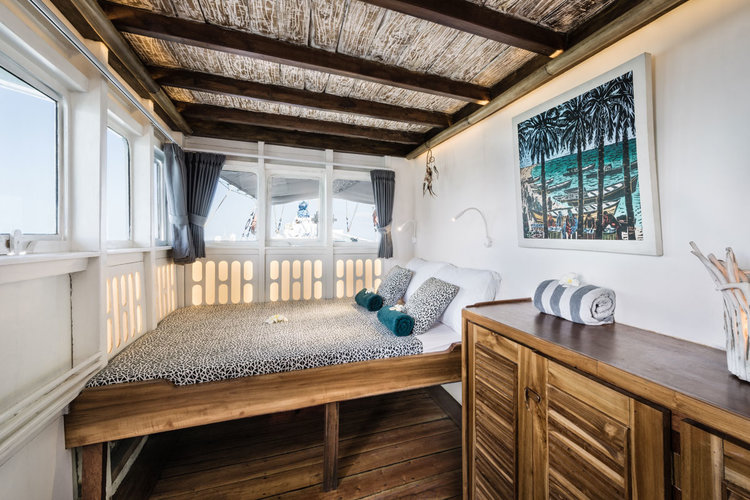 Royal Fortuna liveaboard gives a home feeling to its bedroom with the interior and multiple windows