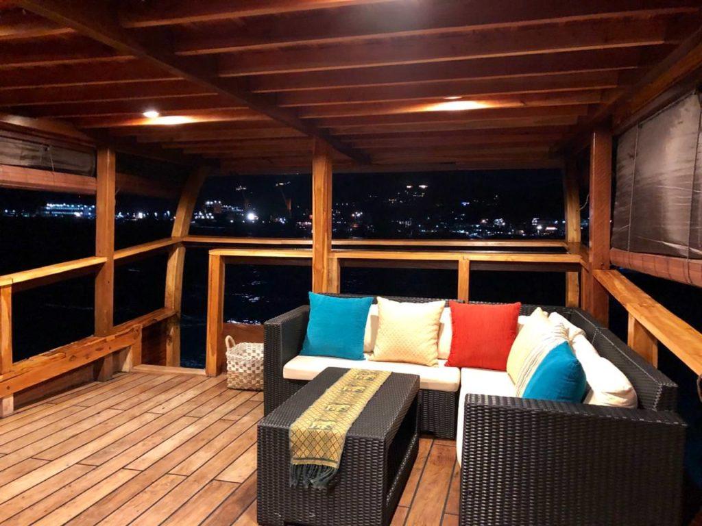 Samara Liveaboard Beautiful Night Lounge | Hello Flores