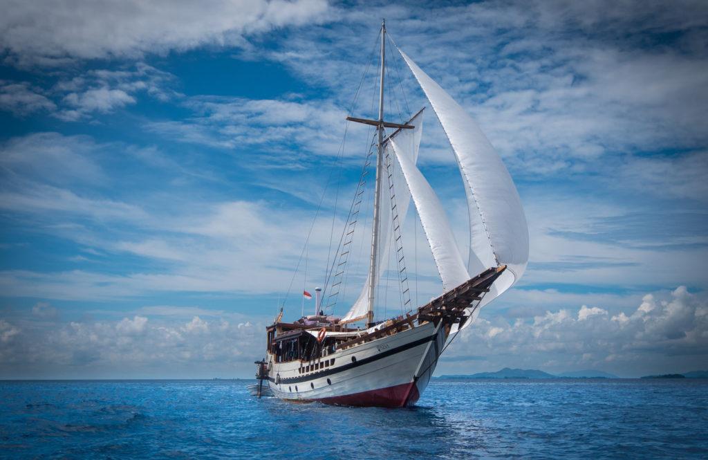Wisesa Liveaboard Astounding Ship | Hello Flores