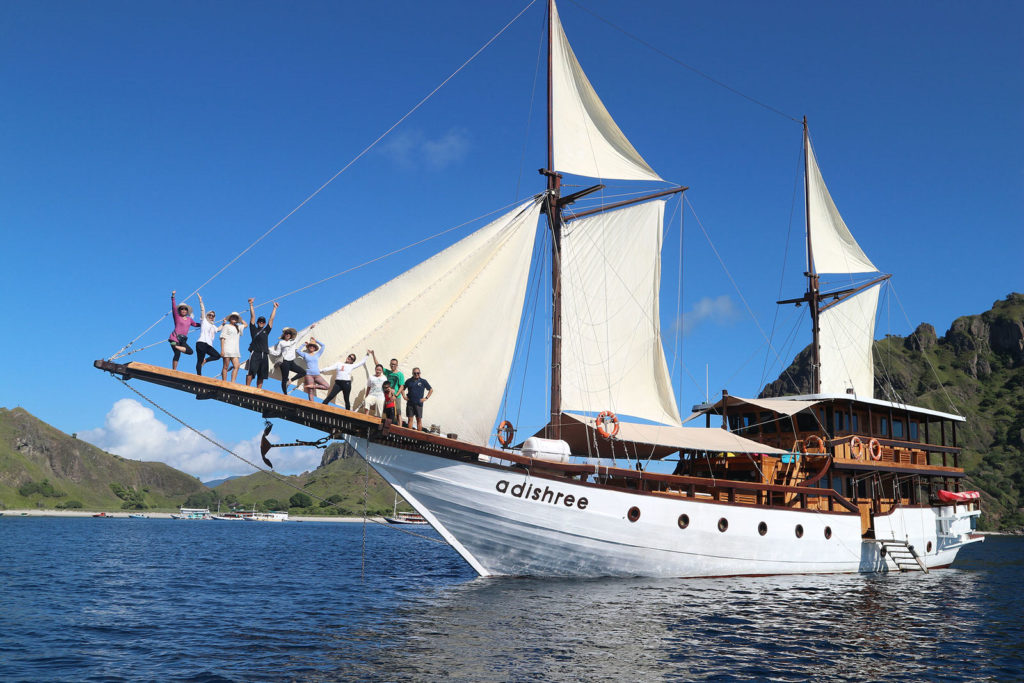 Adishree Liveaboard Robust Boat | Hello Flores