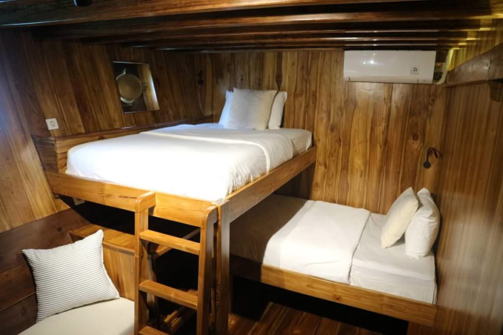 Andamari Liveaboard Room Cabin | Hello Flores