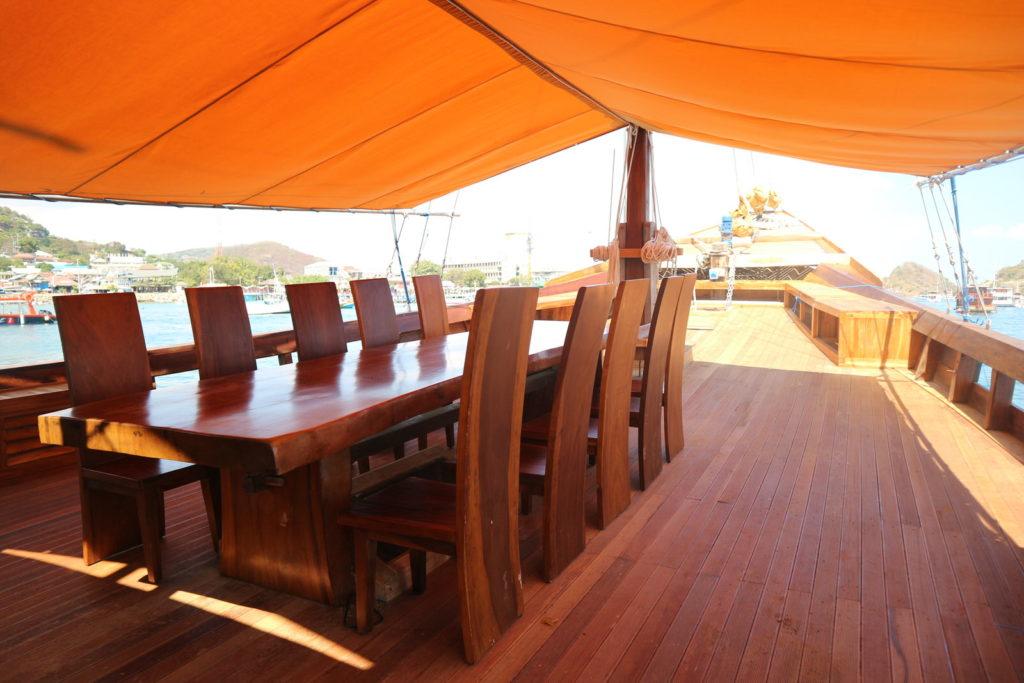 Andamari Liveaboard Lounge Deck | Hello Flores