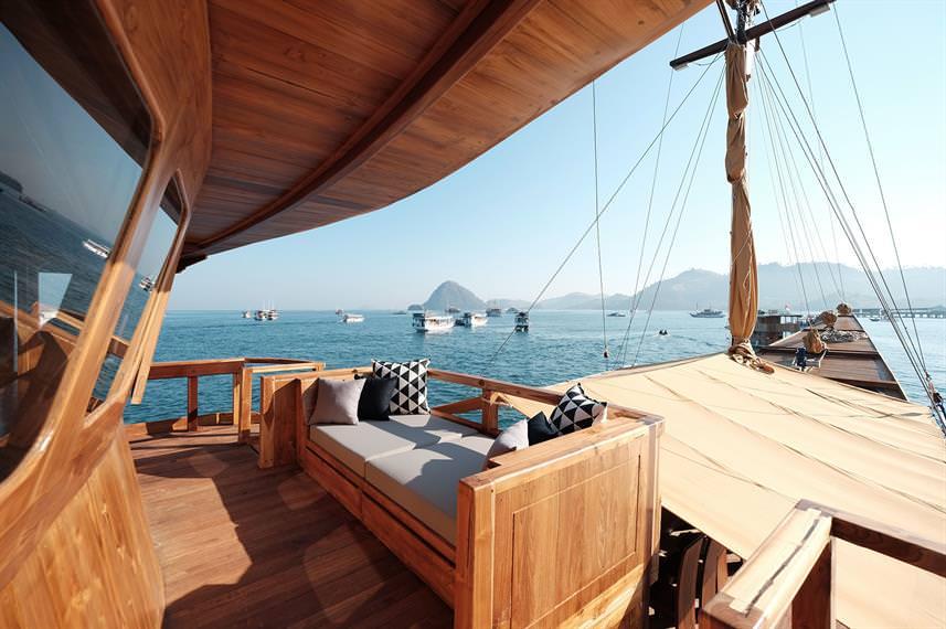 Andamari Liveaboard Sun Deck | Hello Flores