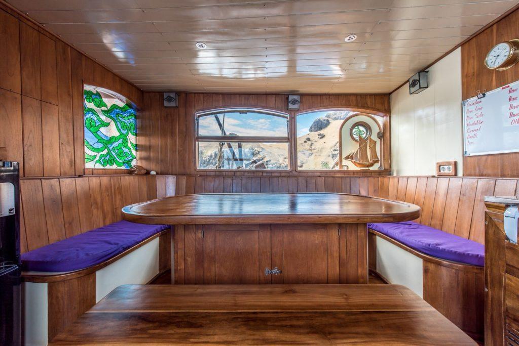 Carpe Diem Liveaboard Luxury Interior | Hello Flores