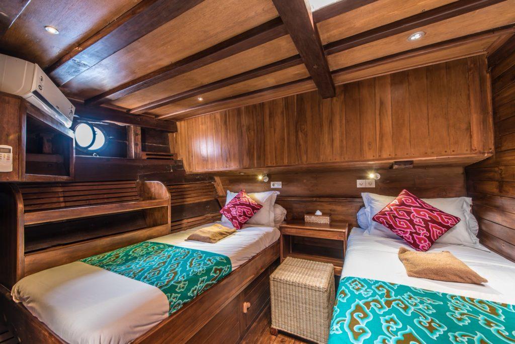 Carpe Diem Liveaboard Relaxing Bedroom | Hello Flores