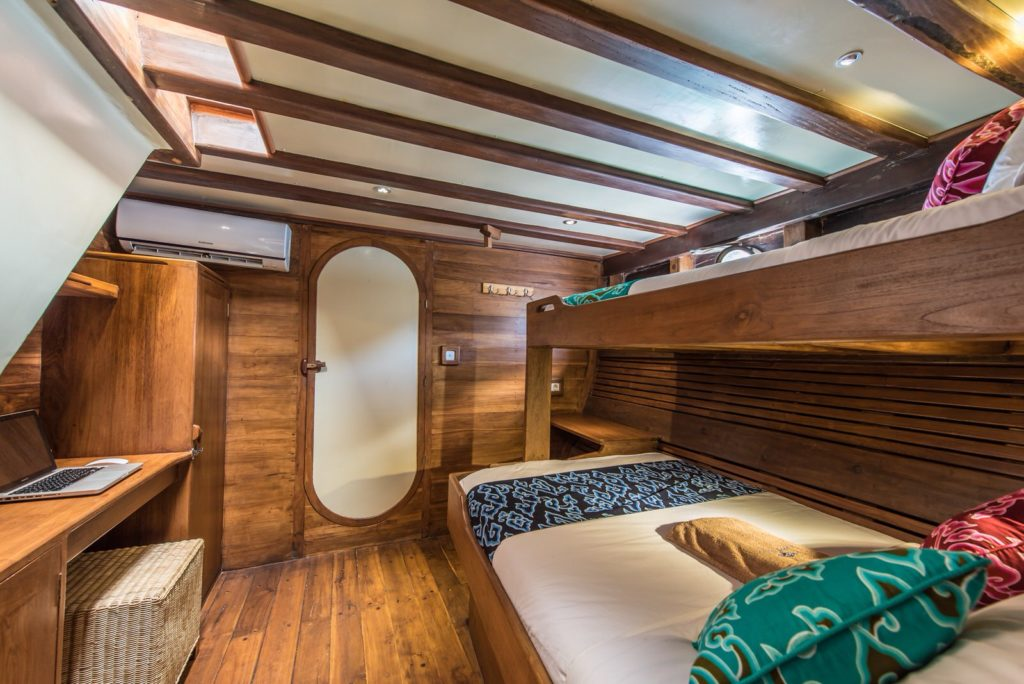 Carpe Diem Liveaboard Bed | Hello Flores
