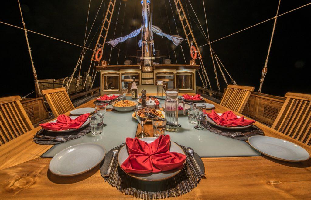 Carpe Diem Liveaboard Exclusive Dining | Hello Flores