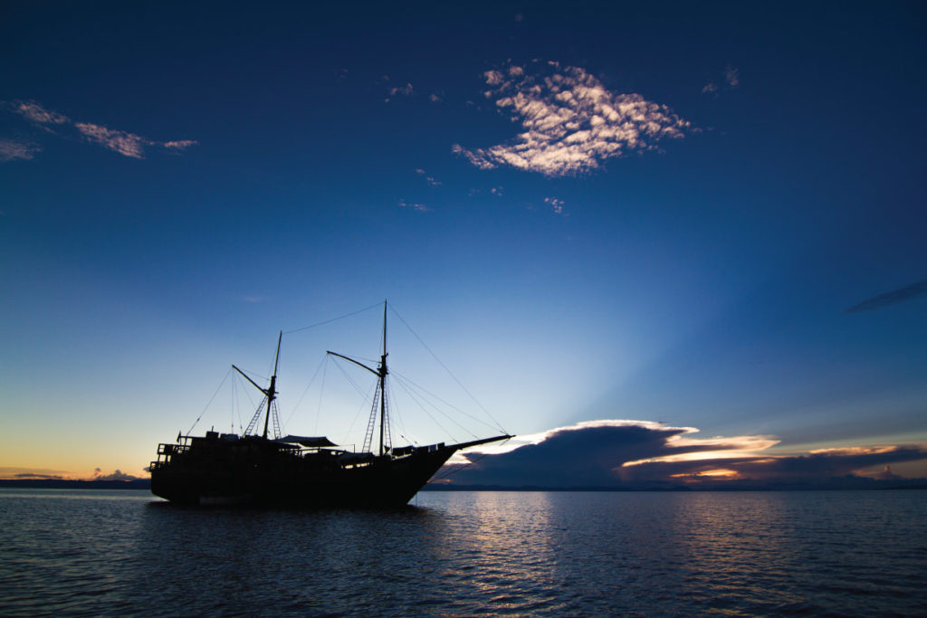 Damai Liveaboard Before Sunset | Hello Flores
