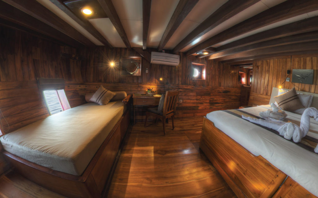 Damai Liveaboard Twin Cabin | Hello Flores