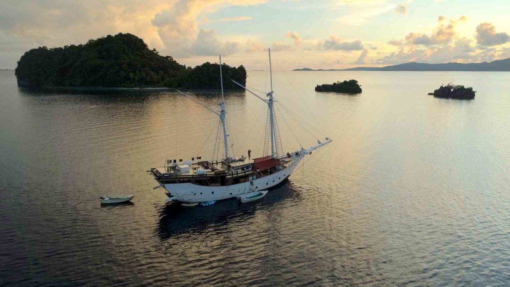 Jakare Liveaboard Marvel to Treasure Spot | Hello Flores