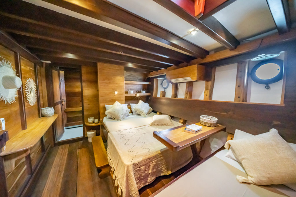Jakare Liveaboard Tropical Cabin Room | Hello Flores
