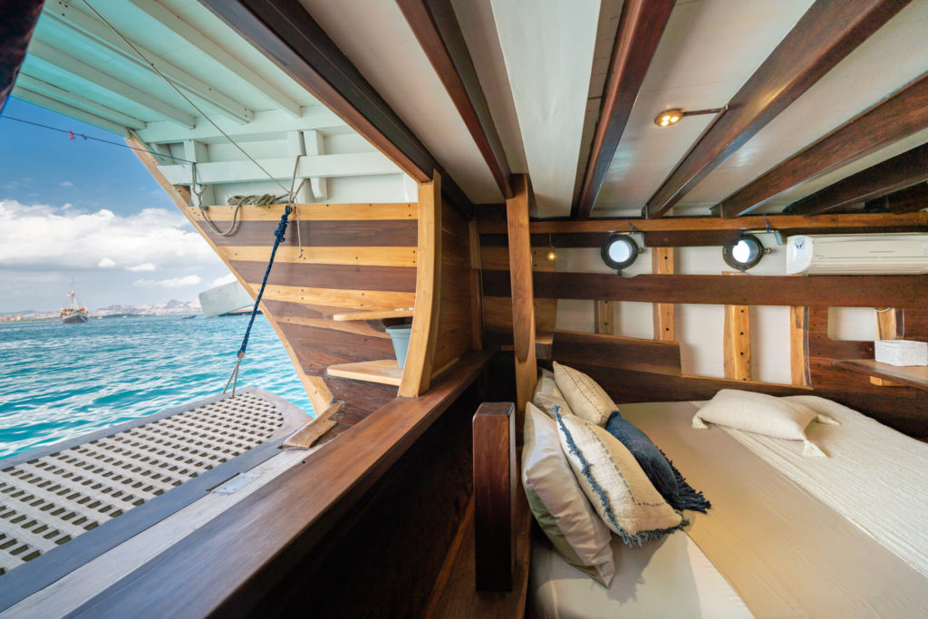 Jakare Liveaboard Exceptional Infinity View | Hello Flores
