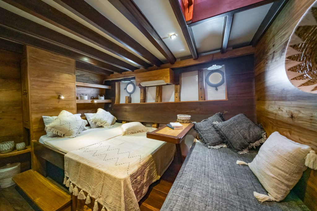 Jakare Liveaboard Tropical Room Cabin | Hello Flores