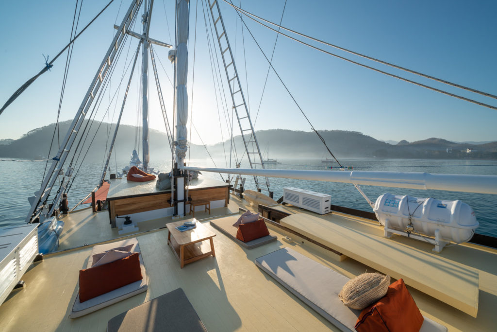 Jakare Liveaboard Soothing Sun Deck | Hello Flores