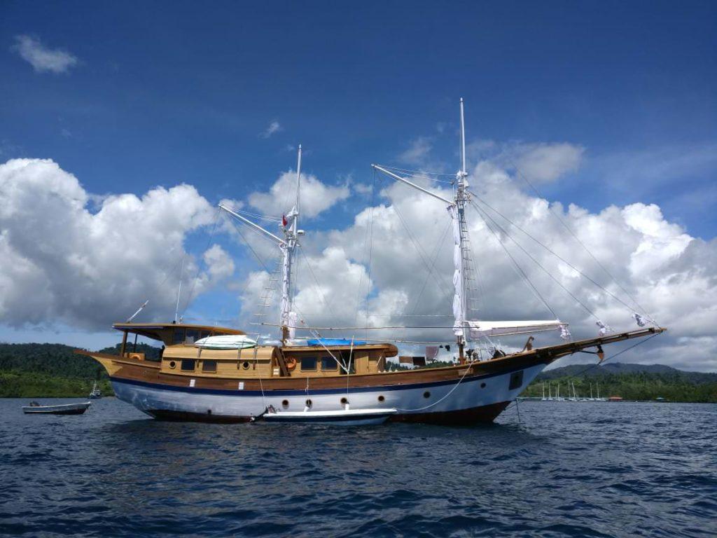Leyla Liveaboard Impressive Boat | Hello Flores