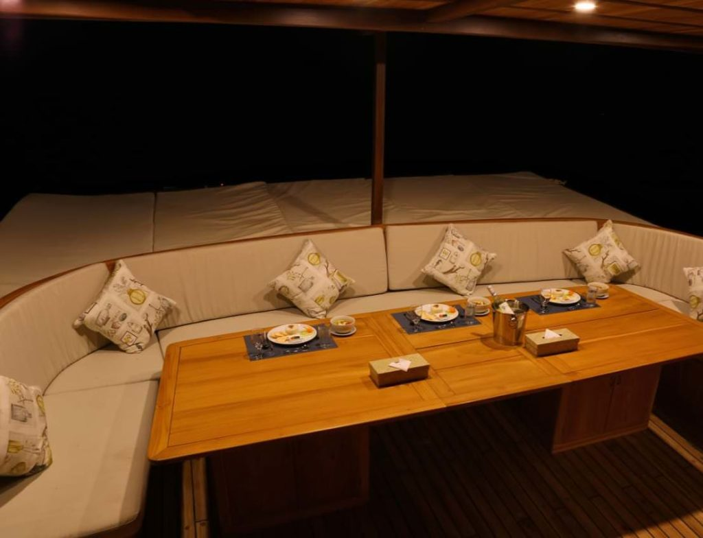 Leyla Liveaboard Stunning Dining Vibes | Hello Flores