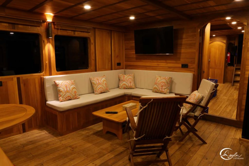 Leyla Liveaboard Remarkable Interior | Hello Flores
