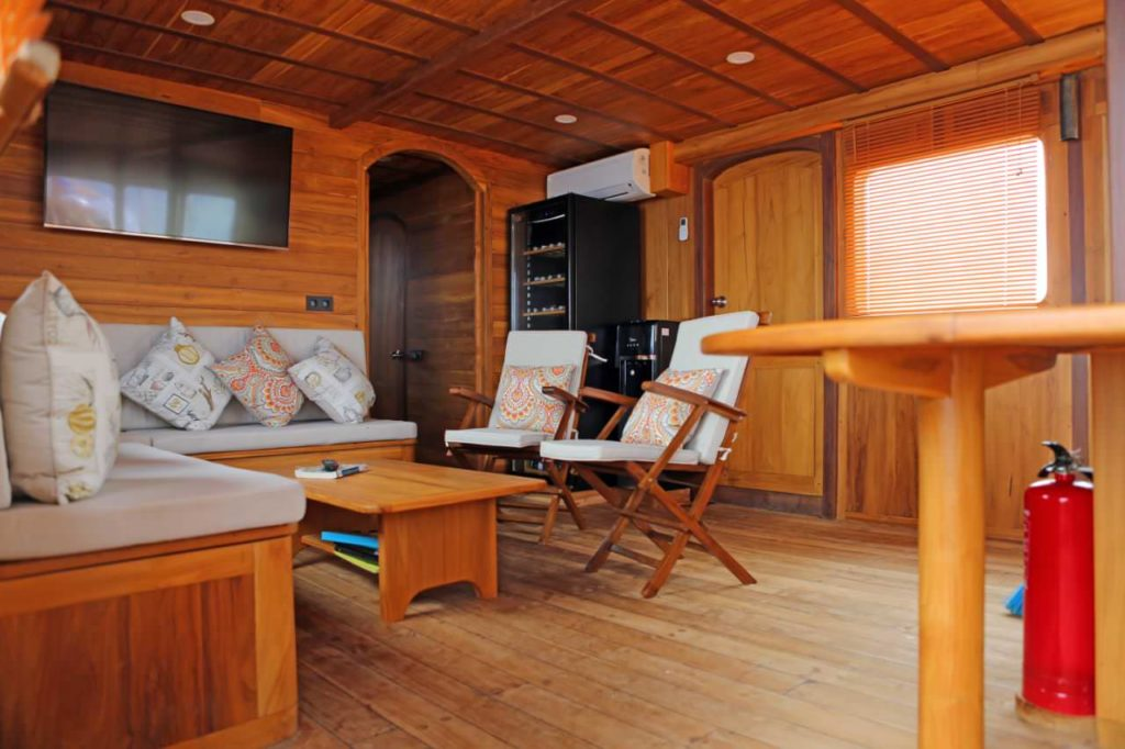 Leyla Liveaboard Comfy Living Room | Hello Flores