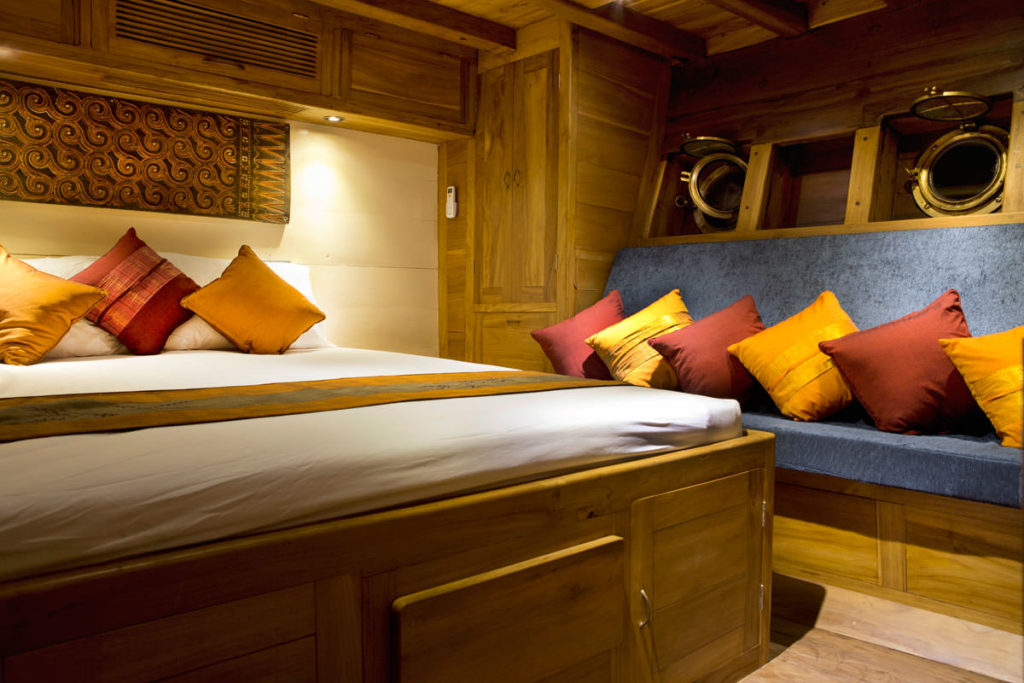Mantra Liveaboard Exclusive Bed Cabin | Hello Flores