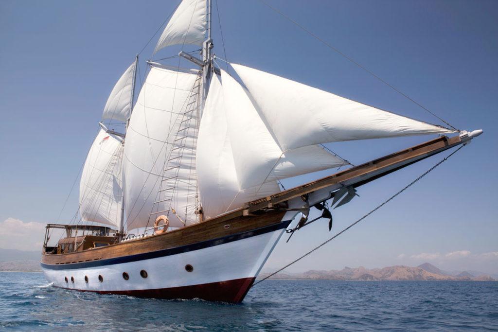 Mantra Liveaboard Sailing With No Boundaries | Hello Flores