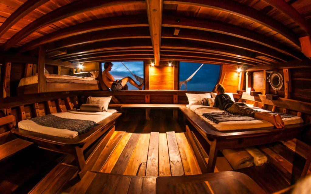 Nataraja Liveaboard Exclusive Cabin | Hello Flores