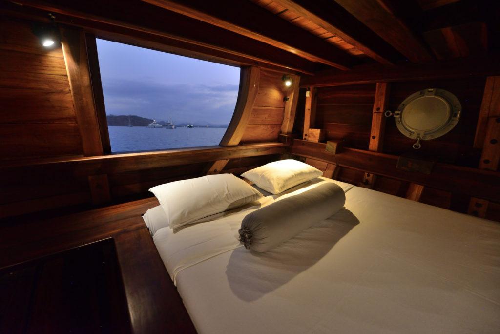 Nataraja Liveaboard Bed Cabin | Hello Flores