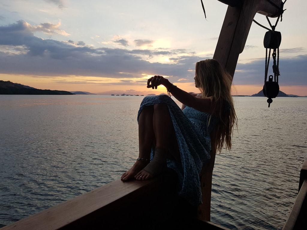 Nataraja Liveaboard Decent Sunset Moment | Hello Flores