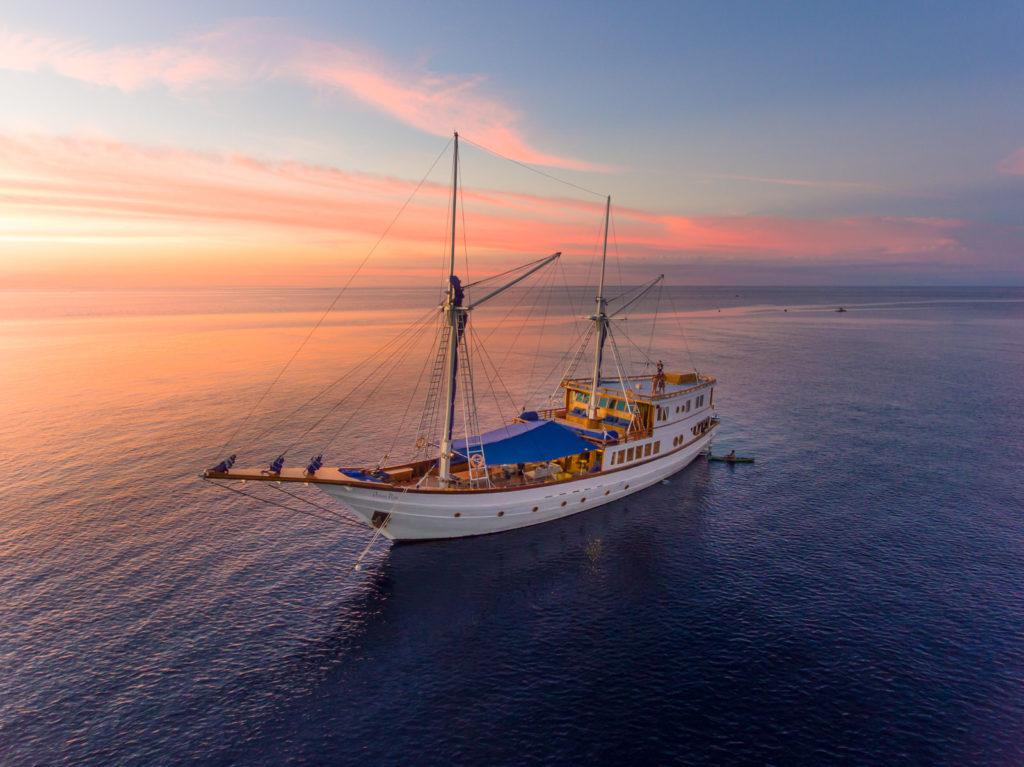 Ocean Pure Liveaboard Worldclass Ship | Hello Flores