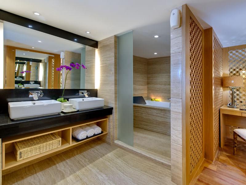 Salila Liveaboard Stunning Bathroom | Hello Flores