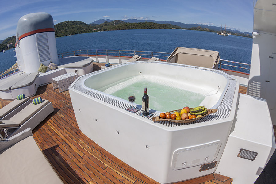 Salila Liveaboard Stunning Jacuzzi | Hello Flores