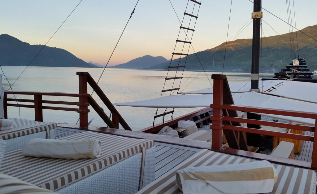 Sitting area on the upper deck of Samata liveaboard | Hello Flores