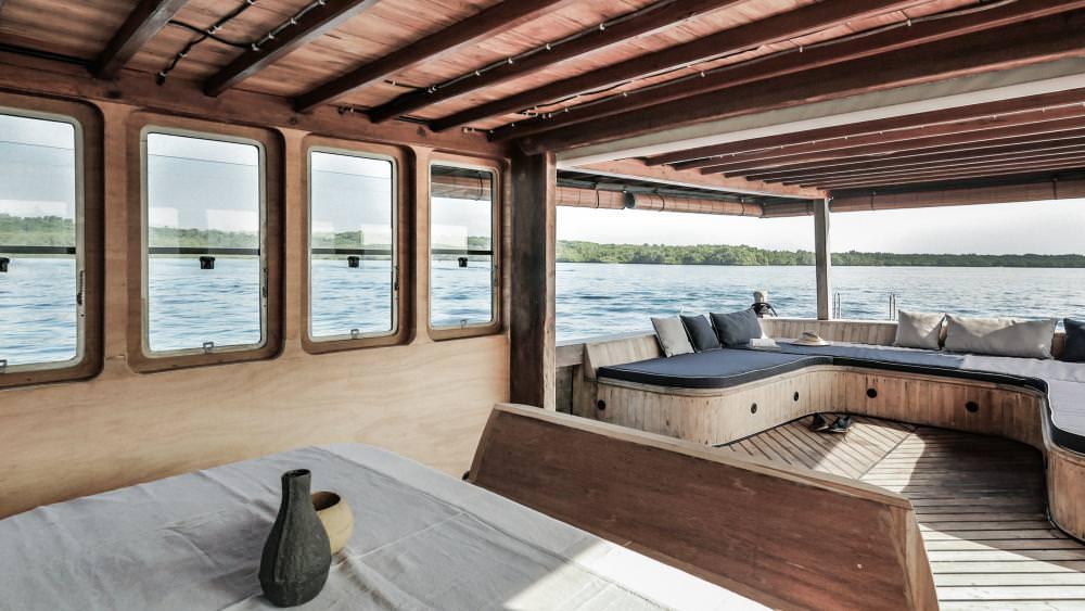 Splendour Liveaboard Outstanding Living Deck | Hello Flores